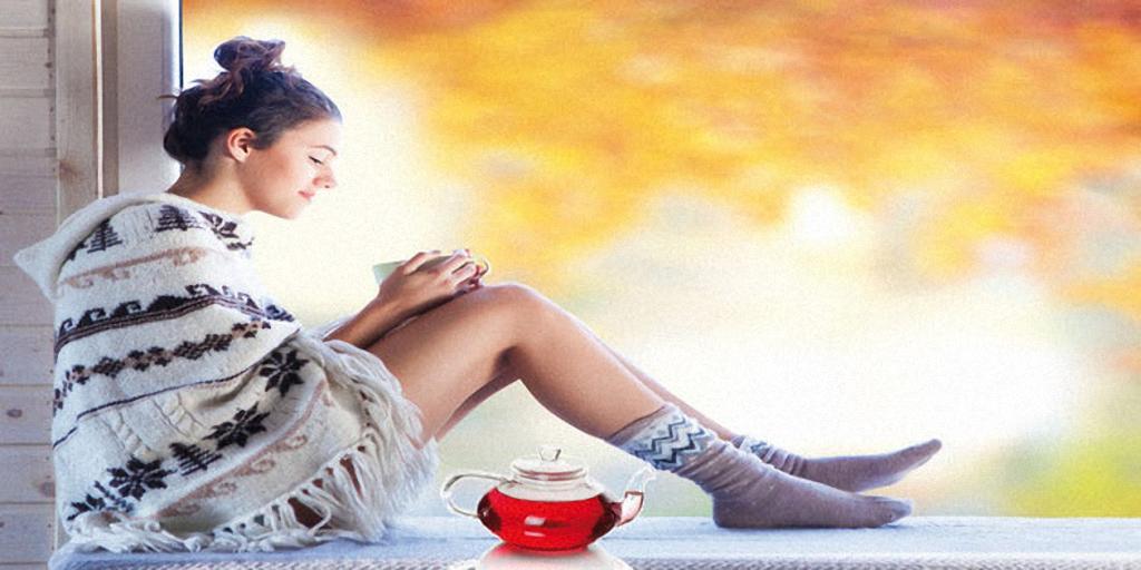 Frau beim Entspannen mit gutem Tee